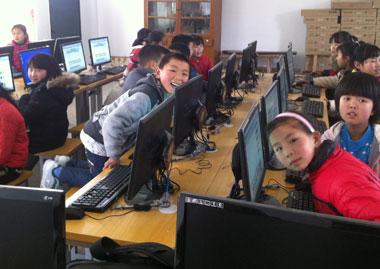 搭配NSS教学软件或自带屏幕广播,可以让教师非常简单的管理日常的培训过程
