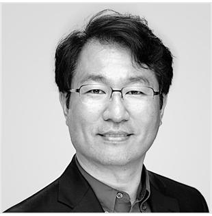 宋先生拥有超过 25 年的技术愿景和企业家领导力,专注于为教育、企业和消费者提供提升生活价值的产品。